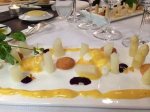 Taste of Okura. Asparagus with Hollandaise Sauce.